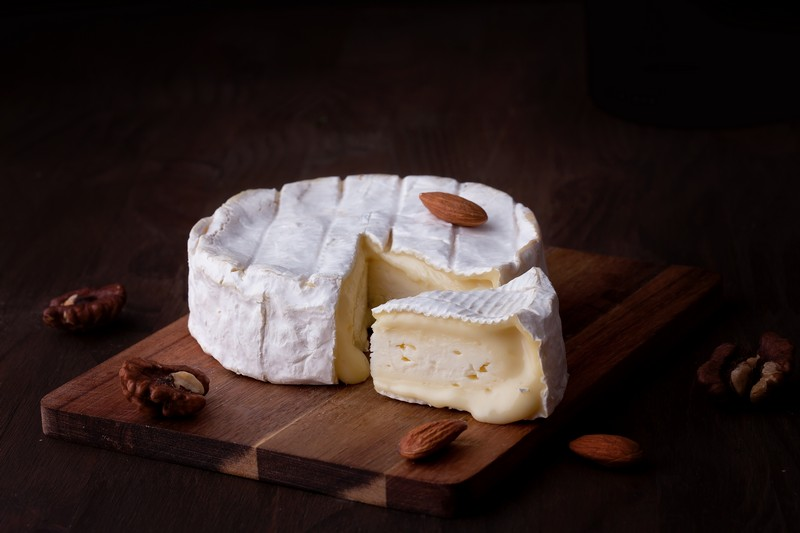 10 French cheeses to taste with your roommates
